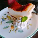 ラヴィング カフェ - ベイクドチーズケーキ