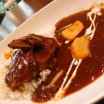 ニコニコ キッチン さんさん - 和牛カレー!フライのポテトとトロトロの牛肉トッピング。       カレーは甘め!
