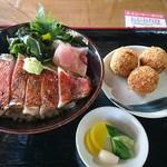 魚問屋 助八 - 金目鯛たたき丼とコロッケ