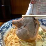 らぁめん 丈 - 焼豚は柔らか系 脂こくもなくニオイもない 食べやすいですヽ(・∀・)