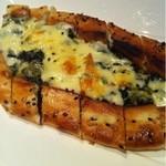 10537487 - ほうれん草とチーズのトルコ風ピザ