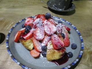 納屋珈琲 ひなた - ベリーのフレンチトースト