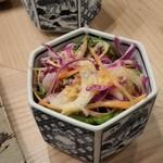 焼鳥 高田 - サラダ。箸休めにいいです。