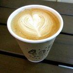 405 コーヒーロースターズ - サービスのカフェラテ!