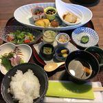 からかさ亭 - 料理写真:沢山の料理が並びます。(O_O)これで1500円です。