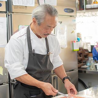 料理長・梶原氏が地産地消で伝える島食材へのこだわり。