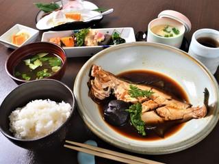 食彩 あさ乃 - 昼:煮魚 御膳(一例)