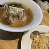 日本晴れ - 料理写真:三河式醤油ラーメンとCセットのチャーハン。さっぱりとした醤油味に多めの油と強めの魚介。しっとりと言うよりは水分が多い塩味がよくきいた少し胡椒辛いチャーハン。