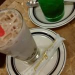 横濱珈琲店 五番街 - メロンクリームソーダとタピオカミルクティー