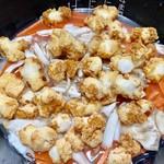 コストコ - 研いだお米に、舞茸と人参、揚げもちを入れて炊きます!