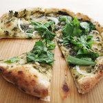 米市農園 - 春菊ペーストのピザ