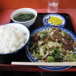 小笹飯店 - ニラレバ定食600円。素揚げされたレバーとたっぷりの野菜を濃い醤油ダレで絡めたもの。ご飯どろぼうです♪