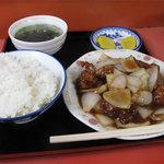 小笹飯店 - 酢豚定食600円。大きなお肉が6ピースほどゴロゴロ入ってます。