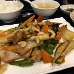 香港厨房 - 鶏モモ肉とカシューナッツピリ辛定食