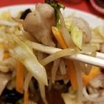 新会芳楼 - 肉野菜炒め アップ