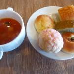 105442902 - パン食べ放題、スープ
