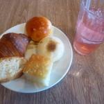 105442904 - パン食べ放題、ドリンクバー