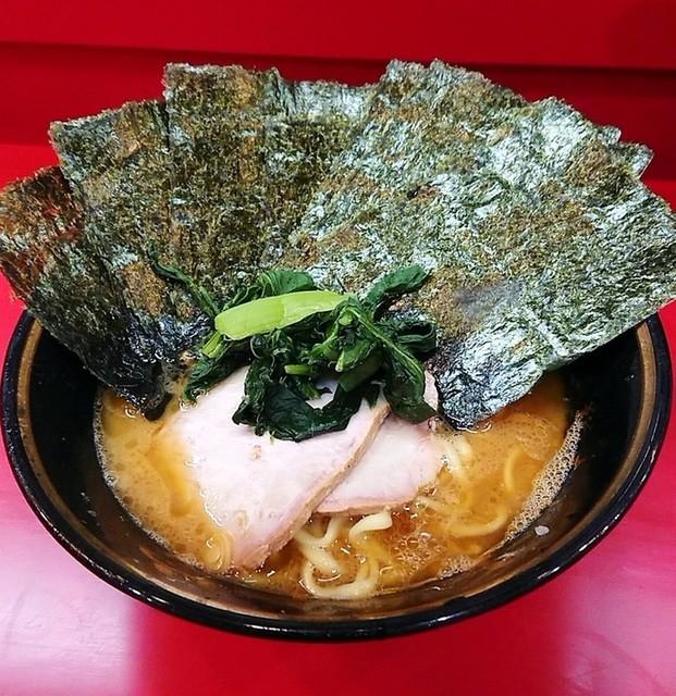 家系総本山 吉村家 - ラーメン700円麺硬め。海苔増し50円。