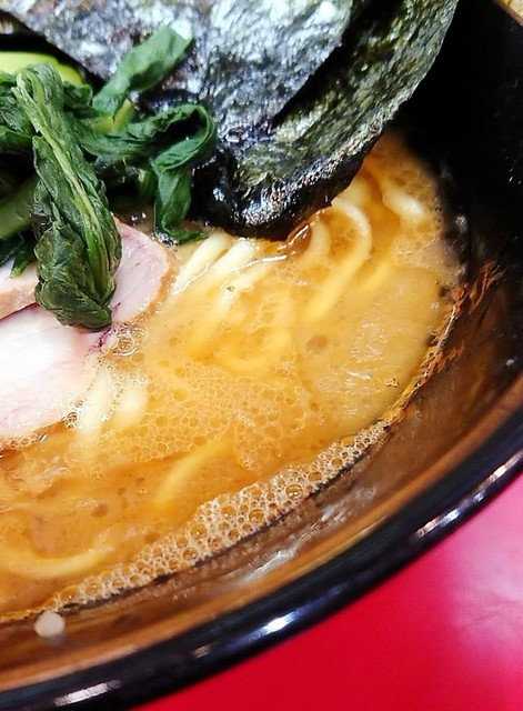 家系総本山 吉村家 - 醤油先行のスープ。