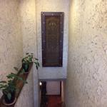 コヒア アラビカ - アラビア模様が施された装飾が出迎えてくれます