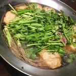 三枡三蔵 - セリ鍋調理中です