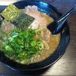 バリバリジョニー - バリとんこつ(背脂抜き:700円)