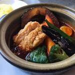スープカレー&ステーキ 傾奇 - 傾奇香味揚げ鶏カレー