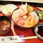 五郎鮨 - 日替わりさしみ丼