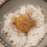 105472362 - 1杯目:ヒシミツ醤油漬け卵かけご飯を少なめで