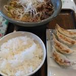 奥三河製麺 - ししラーメン定食1080円、焼き餃子3個とライスが付きます。