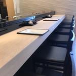 明石 菊水 - 3年前「ピオレ」になって新築された明石菊水ですが、さすがにカウンターは素晴らしいです!(2019.4.11)