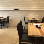 明石 菊水 - テーブル席はカジュアルな雰囲気です(2019.4.11)