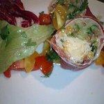 1055158 - 野菜が生ハムで巻かれた「INVOLTINI DI PROSUITTO」