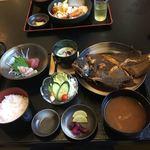 港町食堂 - 料理写真:私の煮魚定食(ヒラメ)880円のCPは抜群です。