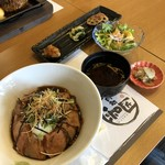 肉処 和匠 - 黒毛和牛 自家製ローストビーフ丼(税抜き1780円)