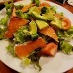 piccolo MODENA - サーモンとアボカドのサラダ