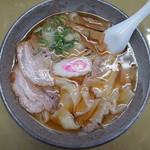 あたごや食堂 - 料理写真:手打ちワンタン麺(¥700税込)