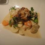ビストロ ダイア - シャンパン蒸しの小牡蠣、オマール、たらの白子のバターソース