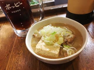 たつや 駅前店(1F) - 黒ホッピーと煮込み豆腐
