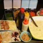 お好み焼き食べ放題 大地の宴 - たこ焼きの具材、生地、ソースなど