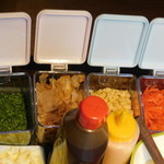 お好み焼き食べ放題 大地の宴 - 青のり、鰹節、天かす、紅しょうが、ソースなど
