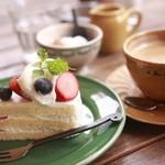 パティスリー・アラカンパーニュ - 単品で注文したショートケーキとコーヒー