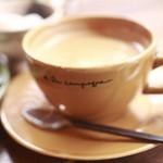 パティスリー・アラカンパーニュ - ぽってり可愛い器に入ったコーヒー