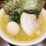 105520196 - 「らーめん(ばら肉)(700円)+味付け玉子(100円)+のり(100円)」です