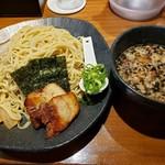 ラーメン 龍の家 - モツつけ麺大盛950円!