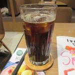 アイボリッシュ - フレンチトーストと一緒に頼んだアイスコーヒーを頂きながら商品の出来上がりを待ちました。