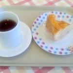 不二家 - 料理写真:ホットレモンティーとアップルパイ