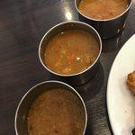 ムガルキッチン - キーマアル、ミックスベジタブル、ほうれん草ベースマトンカレーの3種