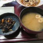 古拙 - ひじきの煮物・味噌汁