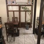 51 CURRY CAFE - 奥テーブル席 8席